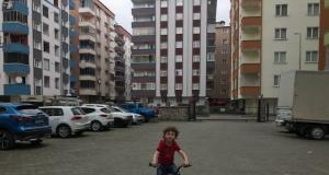 Çocuklar sahilleri parkları ve sokakları şenlendirdi