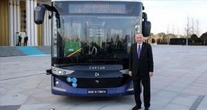 Dünyanın ilk seri üretim sürücüsüz elektrikli otobüsü tanıtıldı