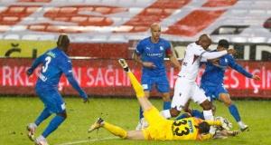 Trabzonspor Erzurumspor'u yendi nefes aldı