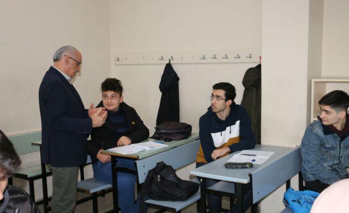 Müdür Aktaş'tan üniversiteye hazırlık kurslarına ziyaret