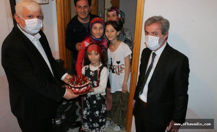 23 Nisan doğumlu öğrencilere doğum günü sürprizi