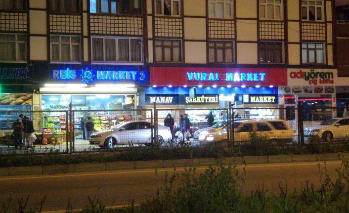 Of'ta çok sayıda vatandaş gece yarısı alışverişe koştu