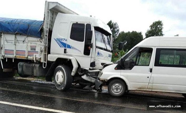 Eskipazar'da 3 araç çarpıştı