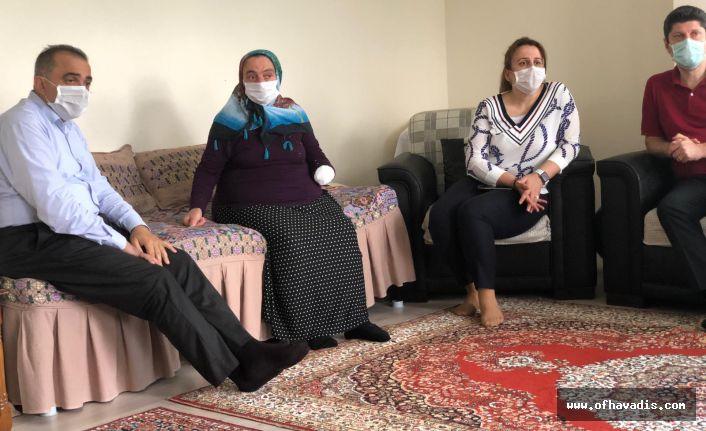 Sağlık Yöneticilerinden Huriye Kaya'ya ziyaret