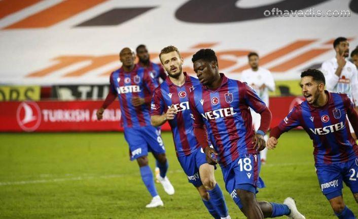 Trabzonspor Karadeniz derbisinde Rizespor'u 2-1 yendi