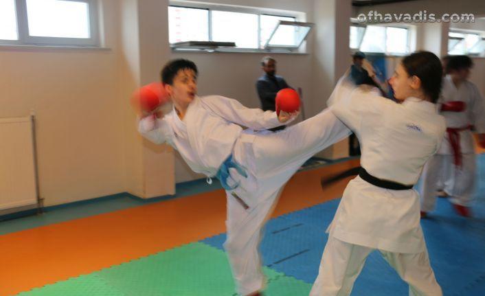 Karateciler Of'ta kampa girdi