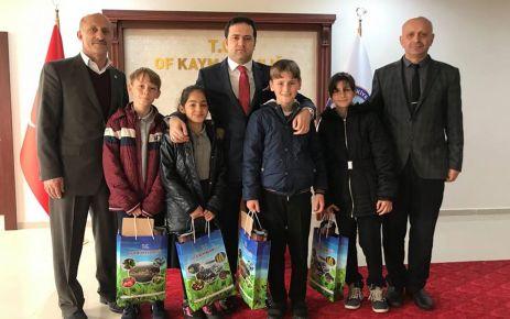 23 Nisan'da makamlar çocuklara devredildi