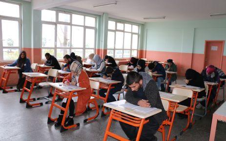 960 öğrenci Açık Öğretim Lisesi Sınavlarında ter döktü