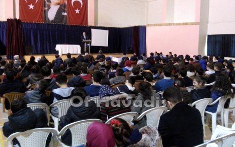 Ali Kurumahmut Oflu öğrencilerle buluştu