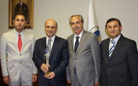 Bakan Bayraktar yılın bürokratı seçildi