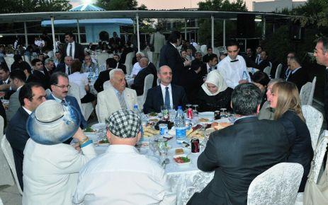 Bakan Bayraktar'dan bakanlık personeli ile iftarda buluştu