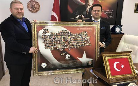 Başkan Altunsoy'dan Kaymakam Fırat'a anlamlı hediye