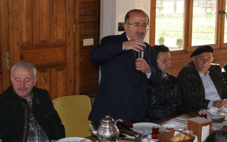 Gümrükçüoğlu, Belediye çalışanlarıyla kahvaltıda buluştu