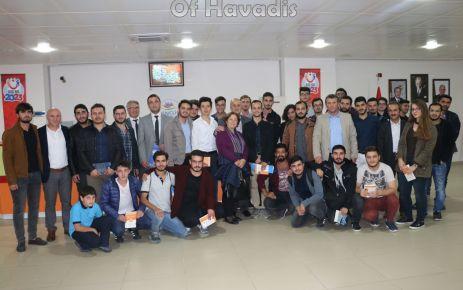 Başkan Saral Üniversiteli öğrencilerle buluştu
