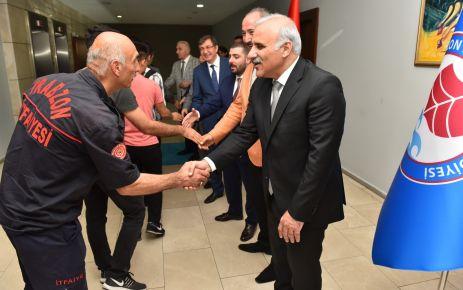 Başkan Zorluoğlu belediye personeliyle bayramlaştı