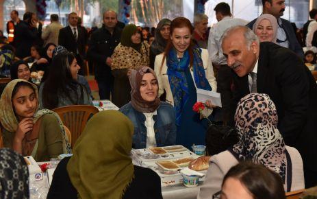 Başkan Zorluoğlu yüzlerce anne ile iftar yaptı