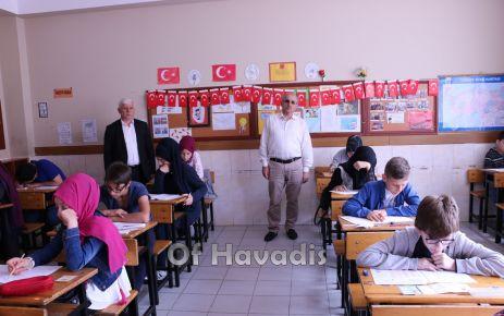 Bursluluk sınavında 520 öğrenci ter döktü