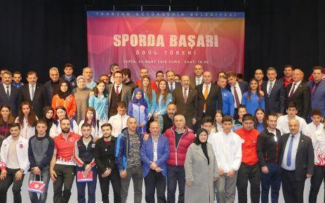 Büyükşehir başarılı sporcu ve kulüpleri ödüllendirdi