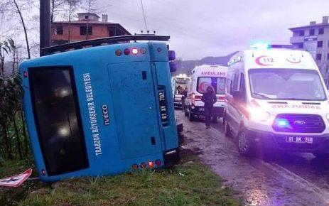 Büyükşehir'in Hayrat yolcu otobüsü devrildi