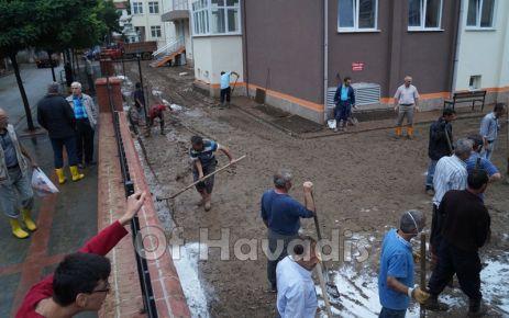 Cumhuriyet Mahallesindeki Okullar 1 Gün Tatil