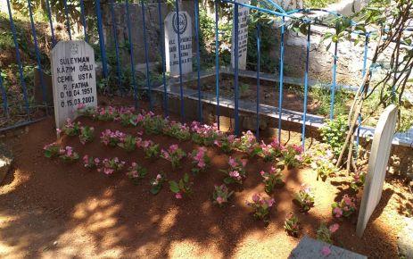 Dozer Cemil'in mezarını çiçeklerle donattılar