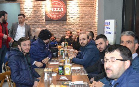 Eczane Teknisyenleri Pizza House'de buluştu