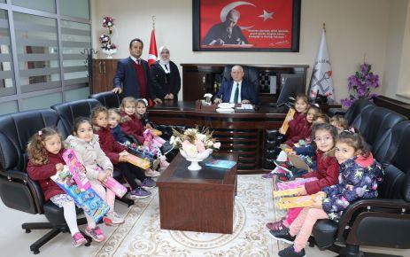 Miniklerden Kabahasanoğlu'na Öğretmen Günü ziyareti