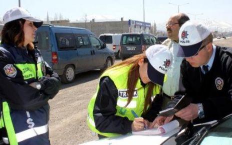 FETÖ üyesi 5 kişi ve uyuşturucu satan 10 kişi yakalandı