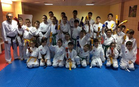 Genç Karateciler yeni kuşaklarını aldılar