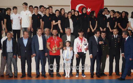 Gençlik ve Spor Bayramı Of'ta 2 Şampiyonla kutlandı