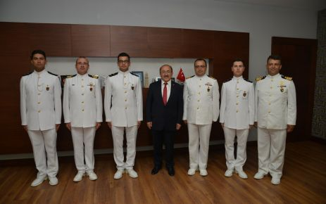 Gümrükçüoğlu, Deniz Harp Okulu kafilesini kabul etti