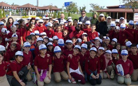 Gümrükçüoğlu, H.Tahsin Kırali ilkokulu öğrencilerini ağırladı