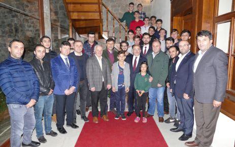 Gümrükçüoğlu'ndan Birlik Vakfı ve MTTB'ye ziyaret