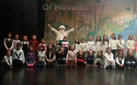 Gürpınarlı öğrenci ve velilerin tiyatro keyfi