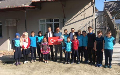Gürpınarlı öğrenciler Şehit Çakır ve Gazi Öztel'i ziyaret ettiler