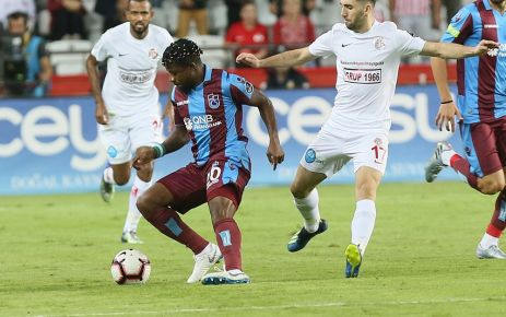 Hakem Uğurlu Trabzonspor'un Antalya'da 2 puanını çaldı