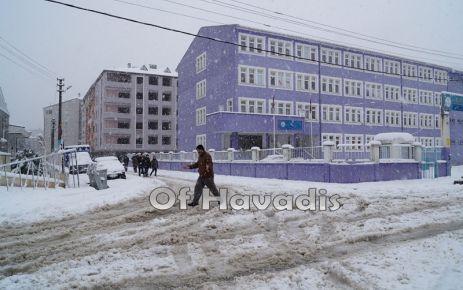 Kar nedeniyle Of'ta okullar Pazartesi günü de tatil