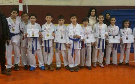 Karatecilerden 7 birincilik, 4 ikincilik, 5 üçüncülük