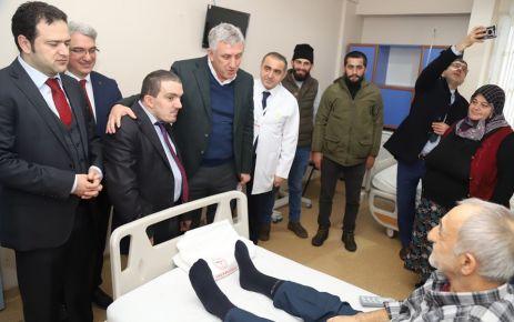 Kaymakam Fırat ve Başkan Sarıalioğlu'ndan hastalara moral