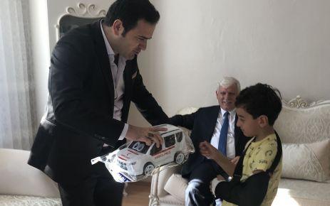 Kaymakam Fırat'tan kolu kırılan minik Eymen'e ziyaret