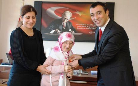 Kurs öğretmeni engelli Emine'yi hayata bağladı
