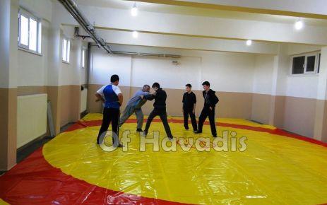 Mikdat Sarıalioğlu Of'un güreşçilerini yetiştiriyor