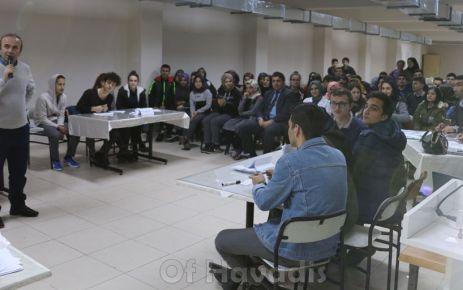 Of Anadolu Lisesinde öğrenciler bilgileriyle yarıştı