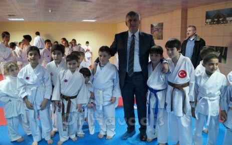 Of Belediyesi Karate Takımının sporcuları kuşak heyecanı yaşadı