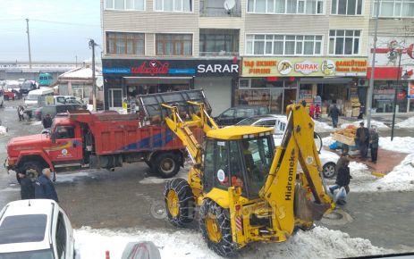 Of Belediyesi'nden kar temizleme çalışması