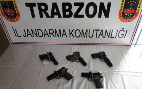 Of Jandarma 5 adet kaçak silah yakaladı