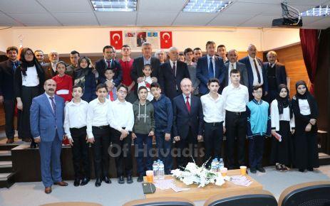 Oflu öğrenciler ödülleri Mehmetçik Vakfına bağışladı