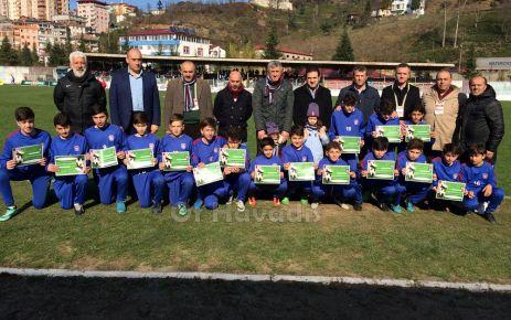 Ofspor Futbol Okulu'ndan miniklere belge