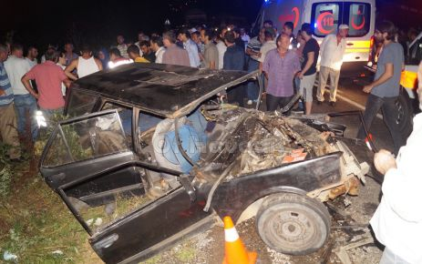 Of'ta iki araç kafa kafaya çarpıştı; 1 ölü 3 yaralı