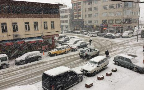 Of'ta kar yağışı etkili oluyor